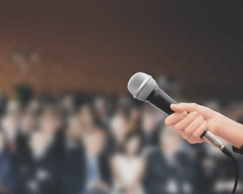 przekazywany mikrofon